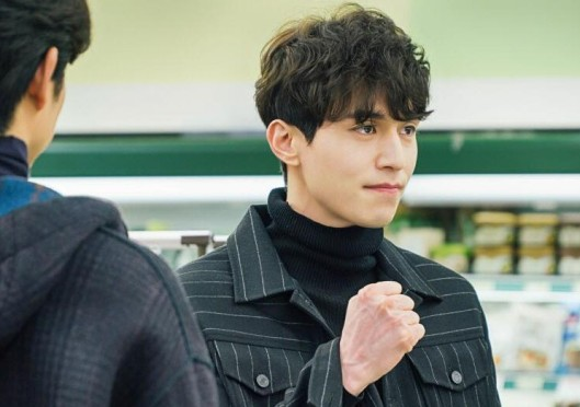 goblin-actor-lee-dong-wook-curly-wavy-permed-hair-hairstyles-for-guys-kpopstuff